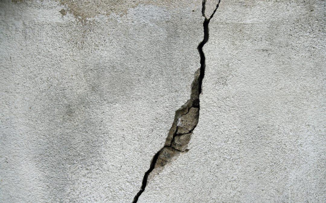 Jak zapobiec pękaniu stropów